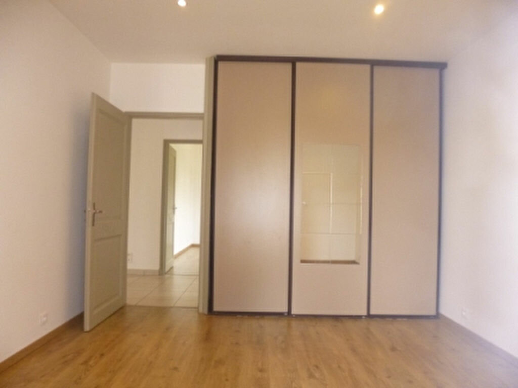 Maison à louer 5 131.84m2 à Lançon-Provence vignette-9