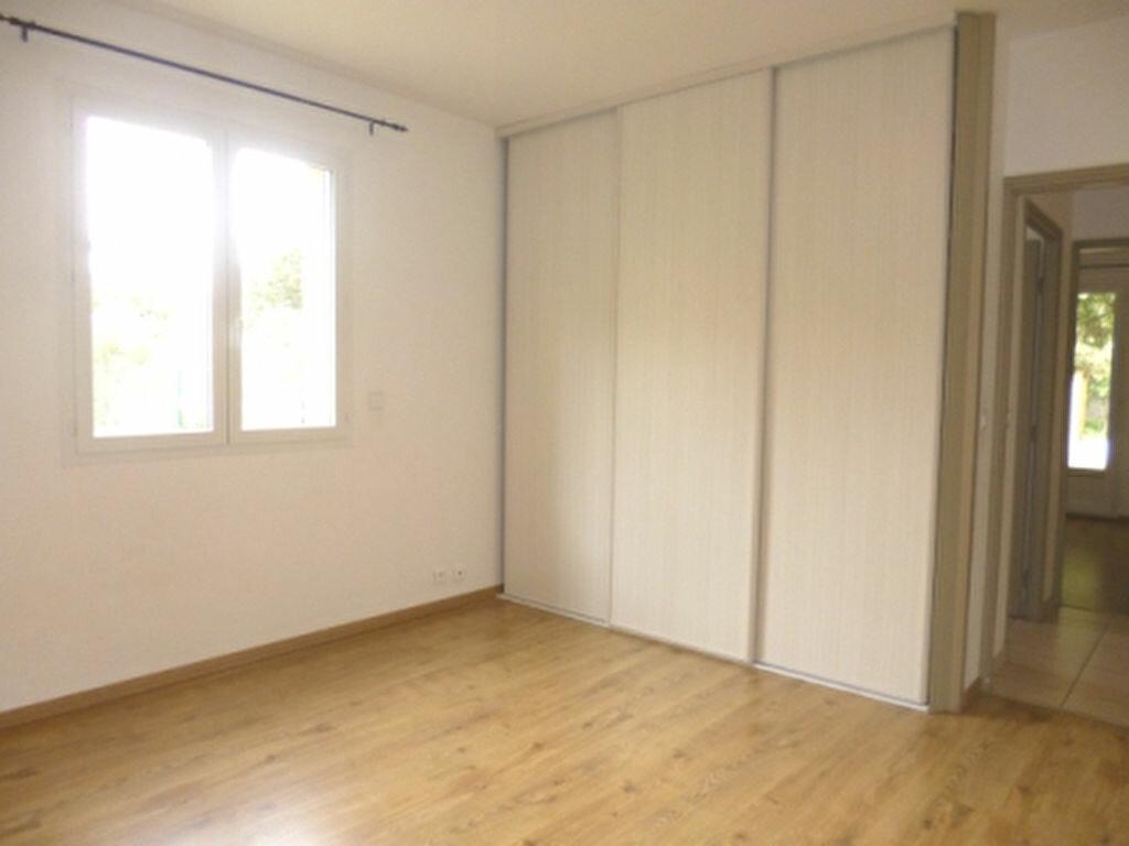 Maison à louer 5 131.84m2 à Lançon-Provence vignette-10