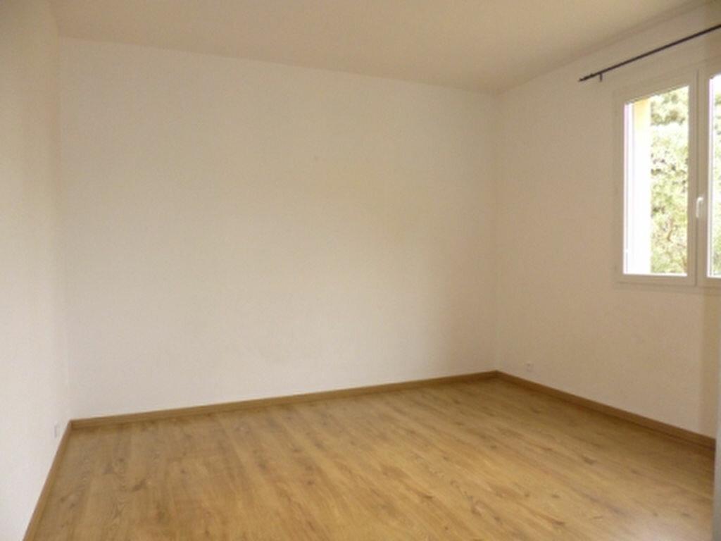 Maison à louer 5 131.84m2 à Lançon-Provence vignette-11