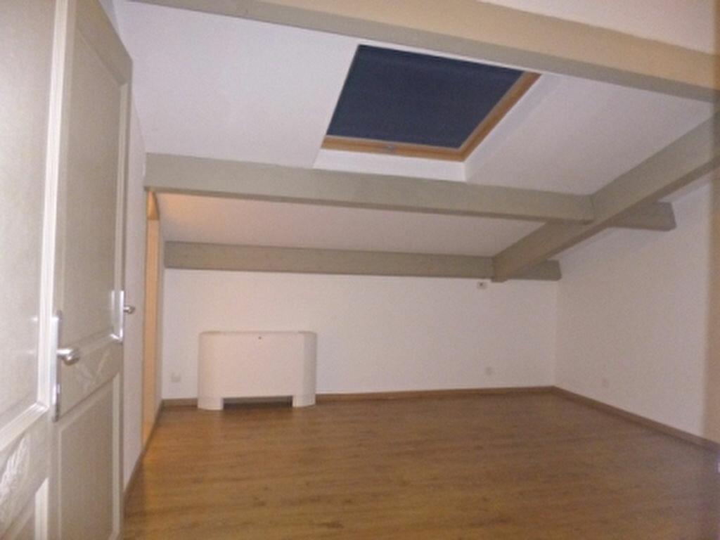 Maison à louer 5 131.84m2 à Lançon-Provence vignette-14