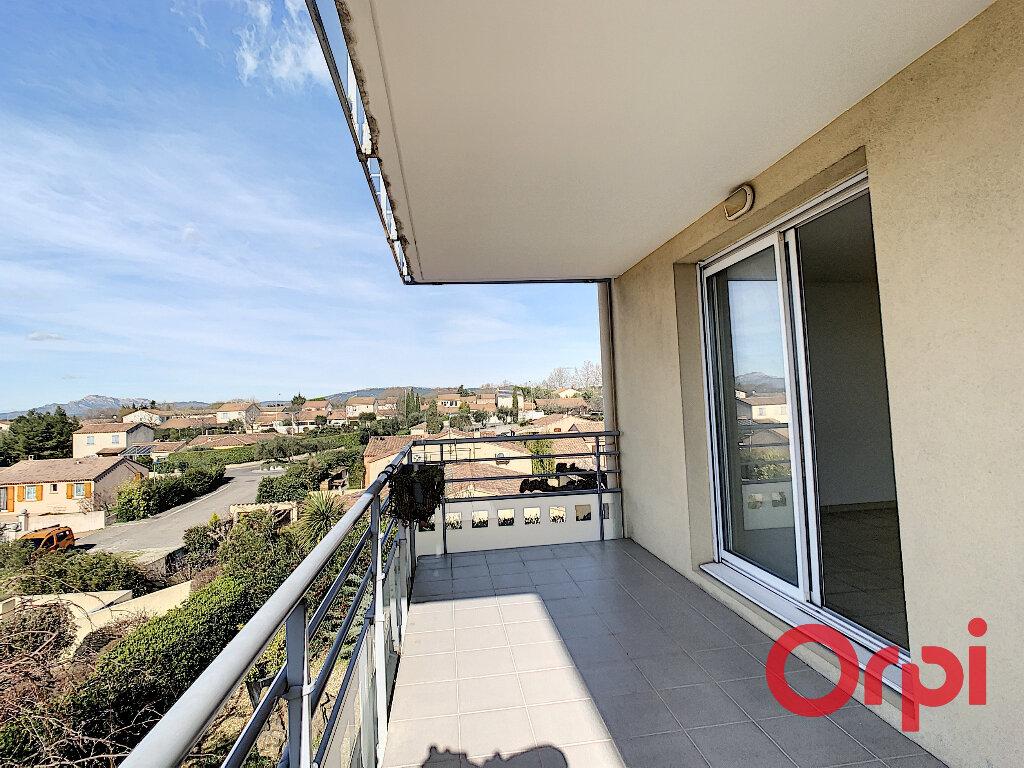 Appartement à louer 2 50.69m2 à Salon-de-Provence vignette-2
