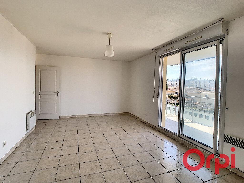 Appartement à louer 2 50.69m2 à Salon-de-Provence vignette-3