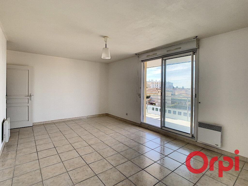 Appartement à louer 2 50.69m2 à Salon-de-Provence vignette-4