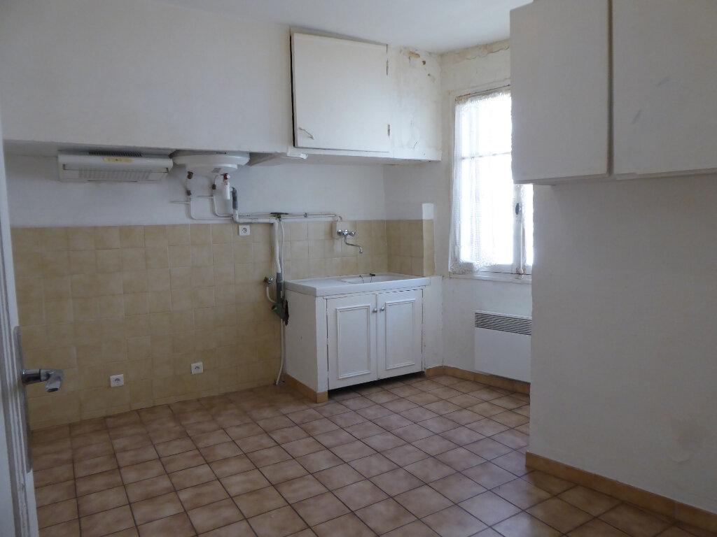 Appartement à louer 2 38m2 à La Fare-les-Oliviers vignette-2