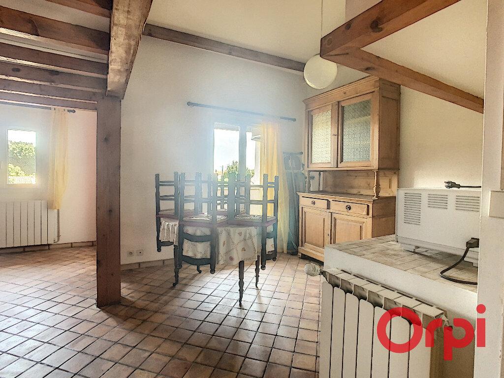 Appartement à louer 1 28m2 à Salon-de-Provence vignette-4