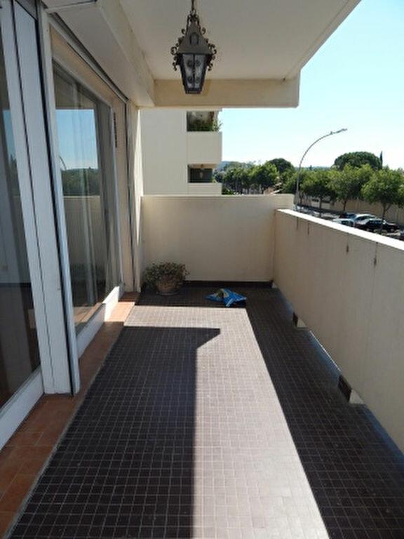 Appartement à louer 4 93.25m2 à Salon-de-Provence vignette-2