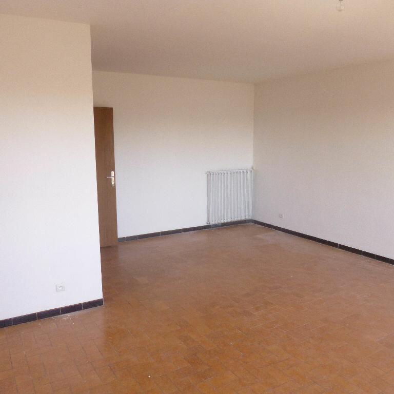 Appartement à louer 4 93.25m2 à Salon-de-Provence vignette-4