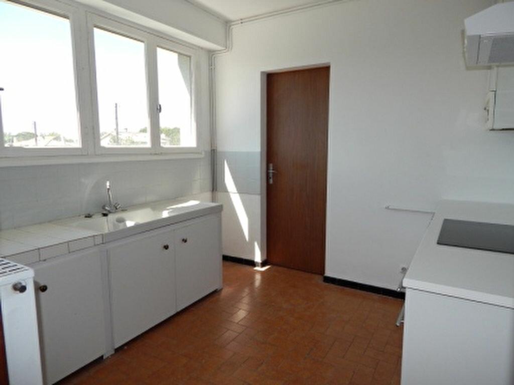 Appartement à louer 4 93.25m2 à Salon-de-Provence vignette-7