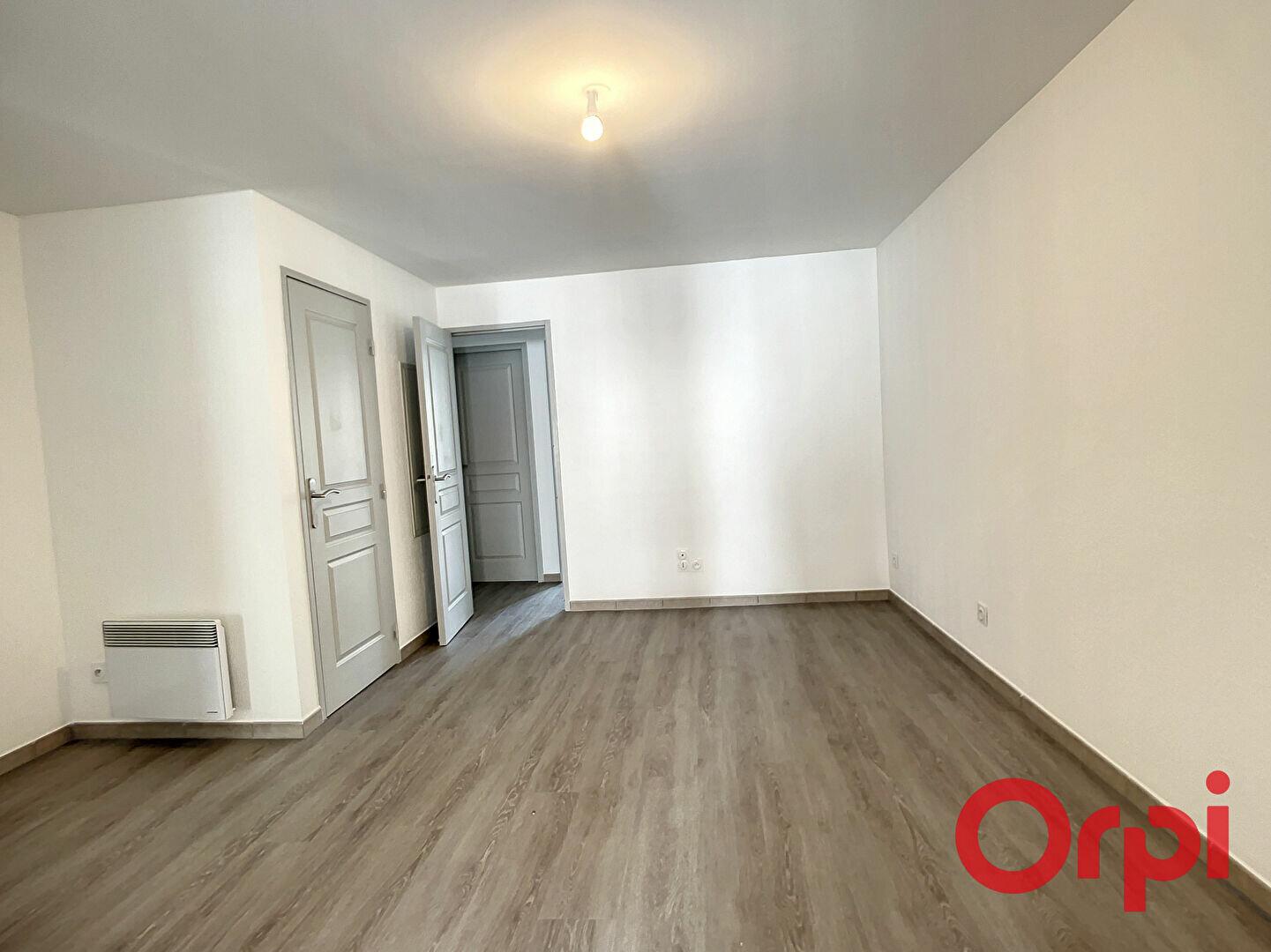Appartement à louer 3 52.02m2 à La Fare-les-Oliviers vignette-3