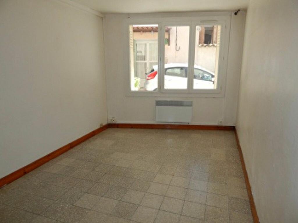 Appartement à louer 1 24m2 à La Fare-les-Oliviers vignette-1