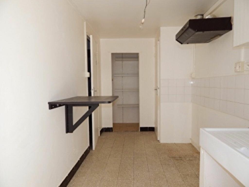Appartement à louer 1 24m2 à La Fare-les-Oliviers vignette-2
