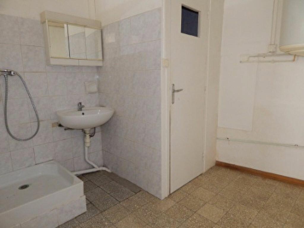 Appartement à louer 1 24m2 à La Fare-les-Oliviers vignette-3