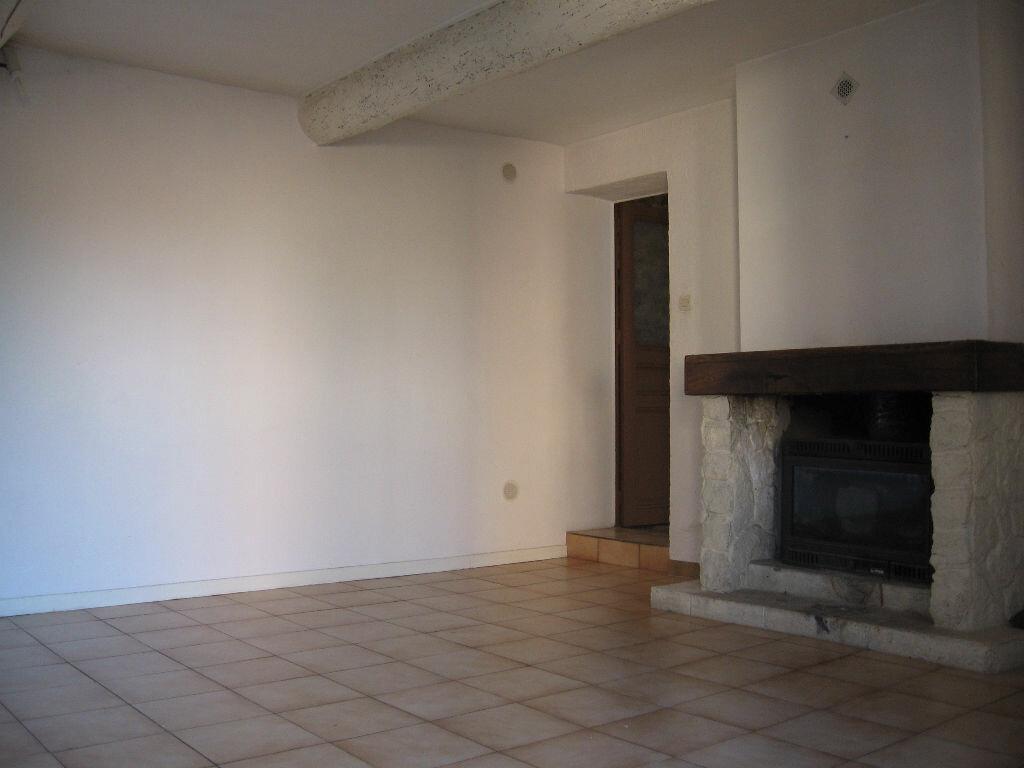 Maison à louer 3 75.47m2 à Grans vignette-3