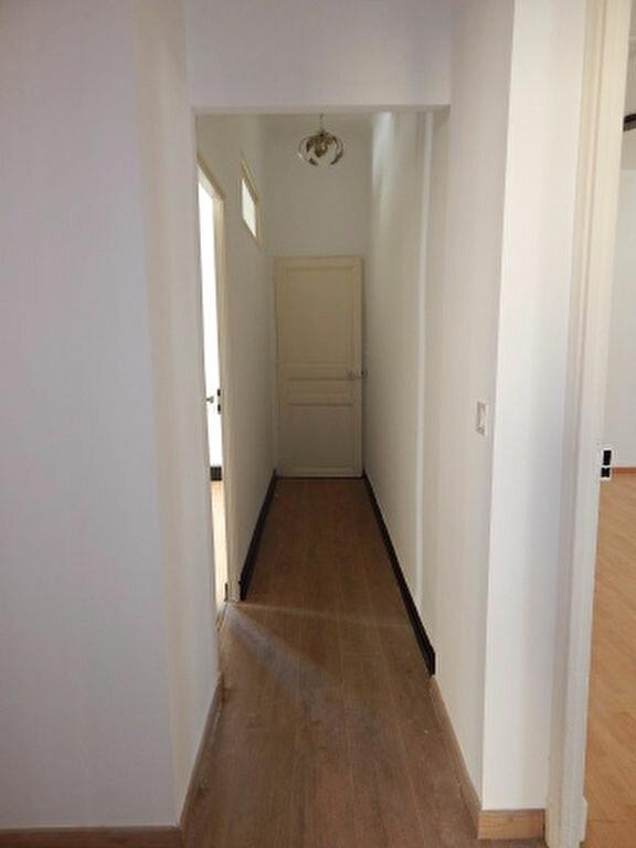 Appartement à louer 3 92.92m2 à Salon-de-Provence vignette-6