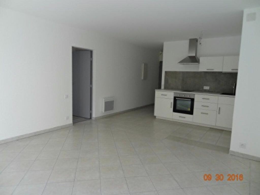 Appartement à louer 2 47.87m2 à Salon-de-Provence vignette-2