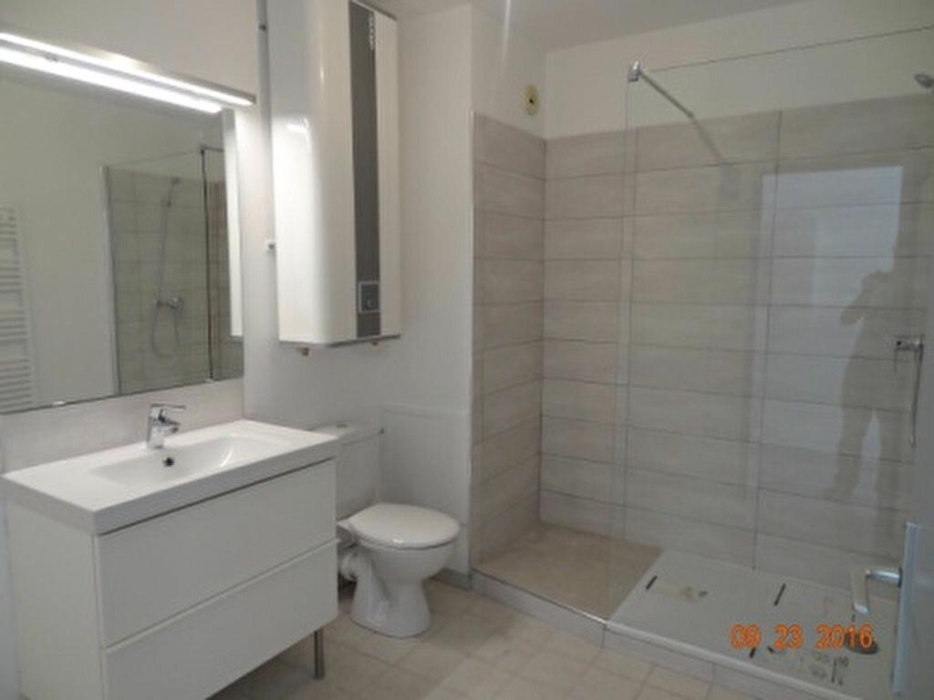 Appartement à louer 2 47.87m2 à Salon-de-Provence vignette-4
