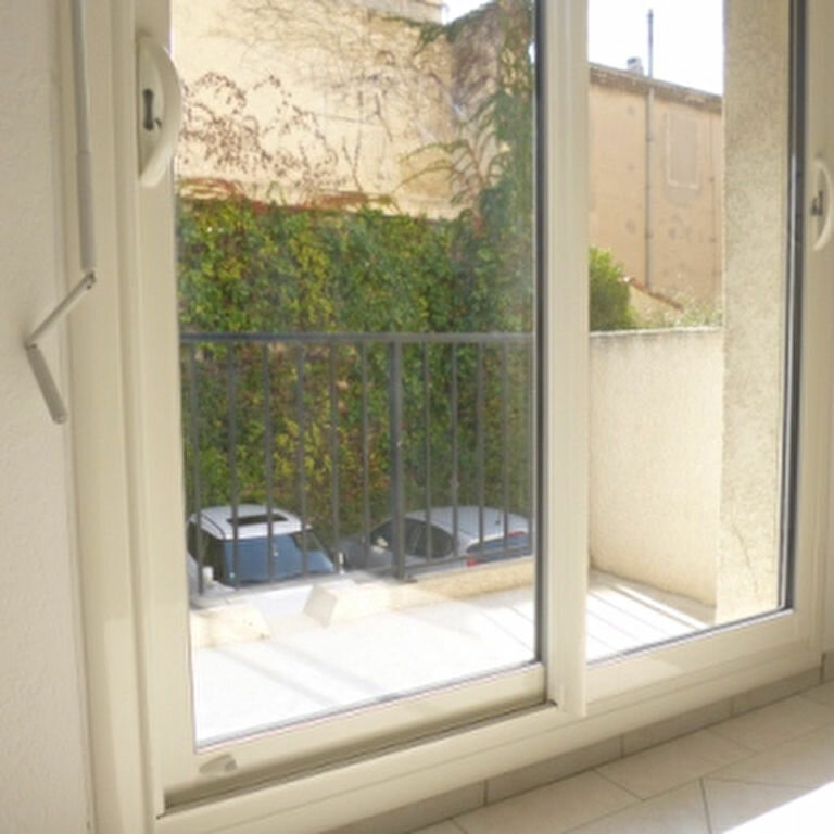 Appartement à louer 2 47.87m2 à Salon-de-Provence vignette-8