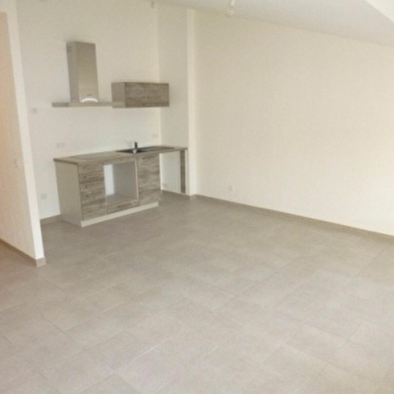 Appartement à louer 2 54.69m2 à La Fare-les-Oliviers vignette-1
