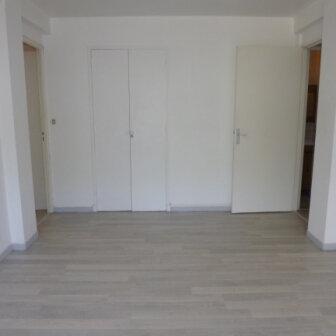 Appartement à louer 2 47.3m2 à Salon-de-Provence vignette-2