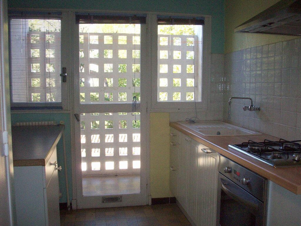 Appartement à louer 2 47.3m2 à Salon-de-Provence vignette-5