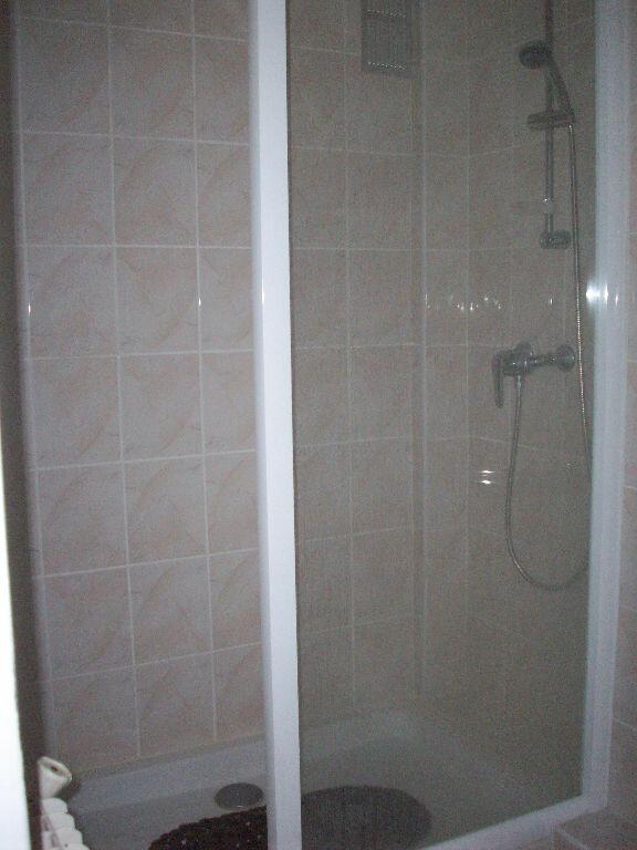 Appartement à louer 2 47.3m2 à Salon-de-Provence vignette-6