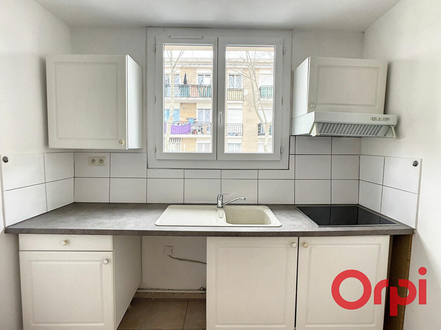 Appartement à louer 1 26.5m2 à Miramas vignette-2