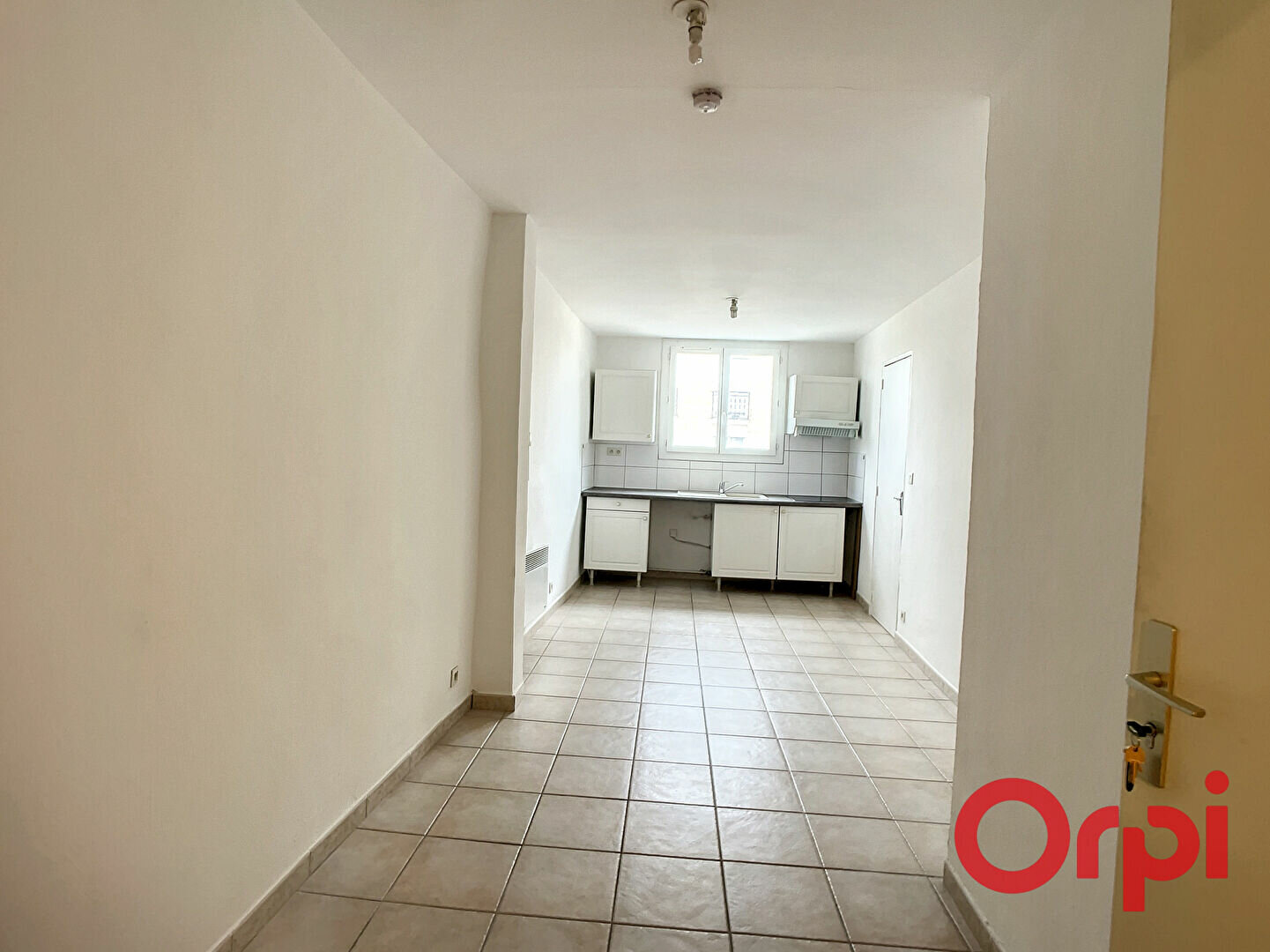 Appartement à louer 1 26.5m2 à Miramas vignette-3