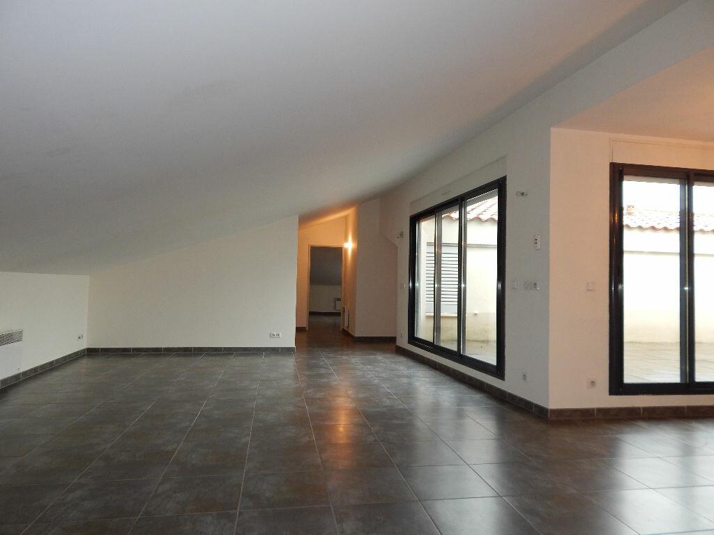 Appartement à louer 4 124.08m2 à Salon-de-Provence vignette-1