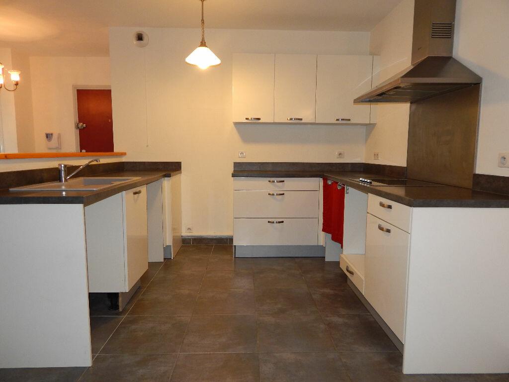 Appartement à louer 4 124.08m2 à Salon-de-Provence vignette-4