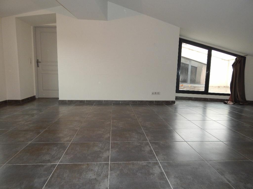 Appartement à louer 4 124.08m2 à Salon-de-Provence vignette-5