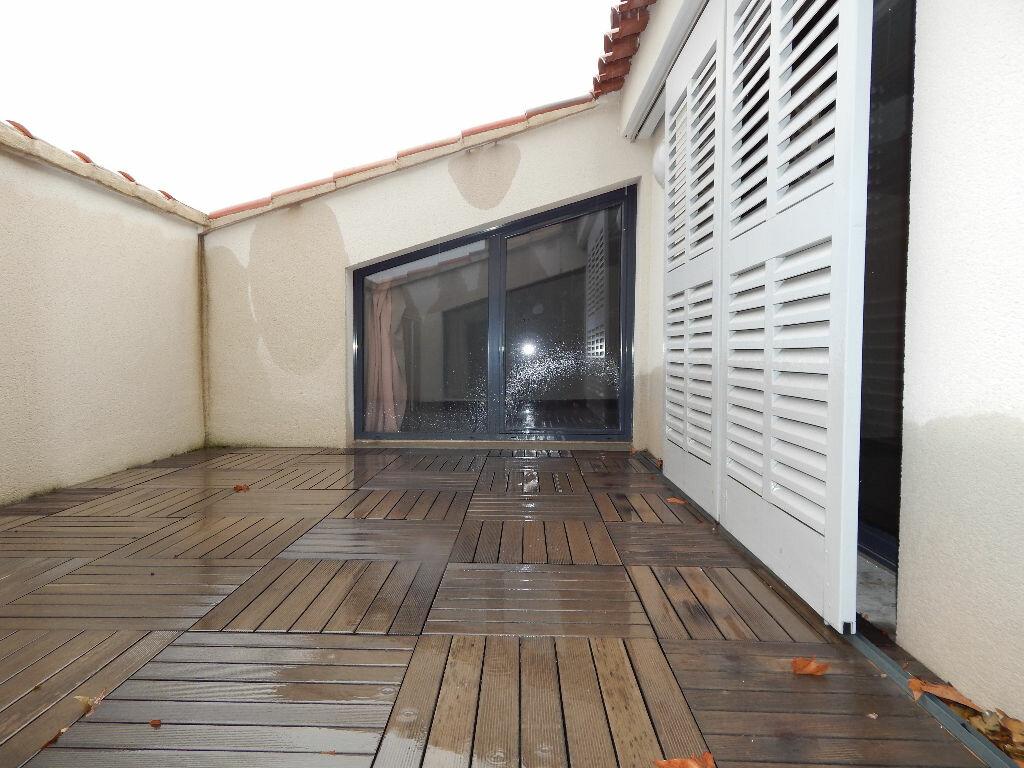 Appartement à louer 4 124.08m2 à Salon-de-Provence vignette-7
