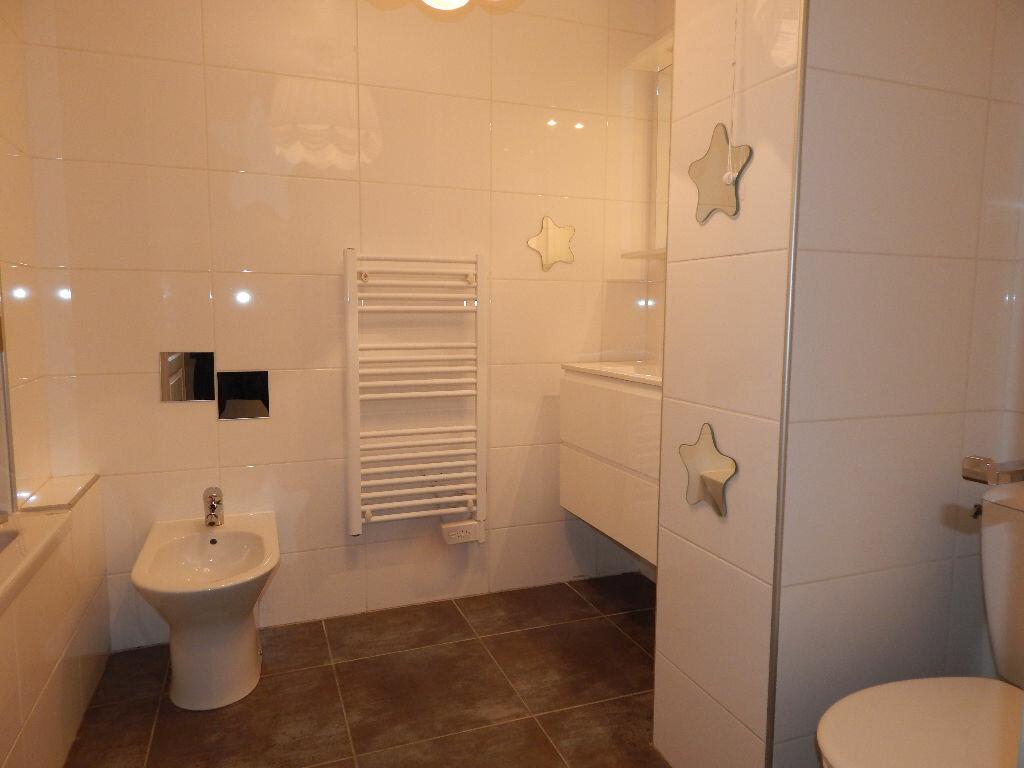 Appartement à louer 4 124.08m2 à Salon-de-Provence vignette-8