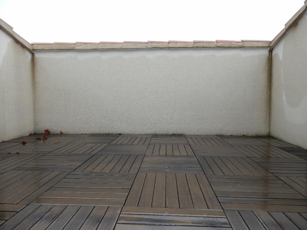 Appartement à louer 4 124.08m2 à Salon-de-Provence vignette-10