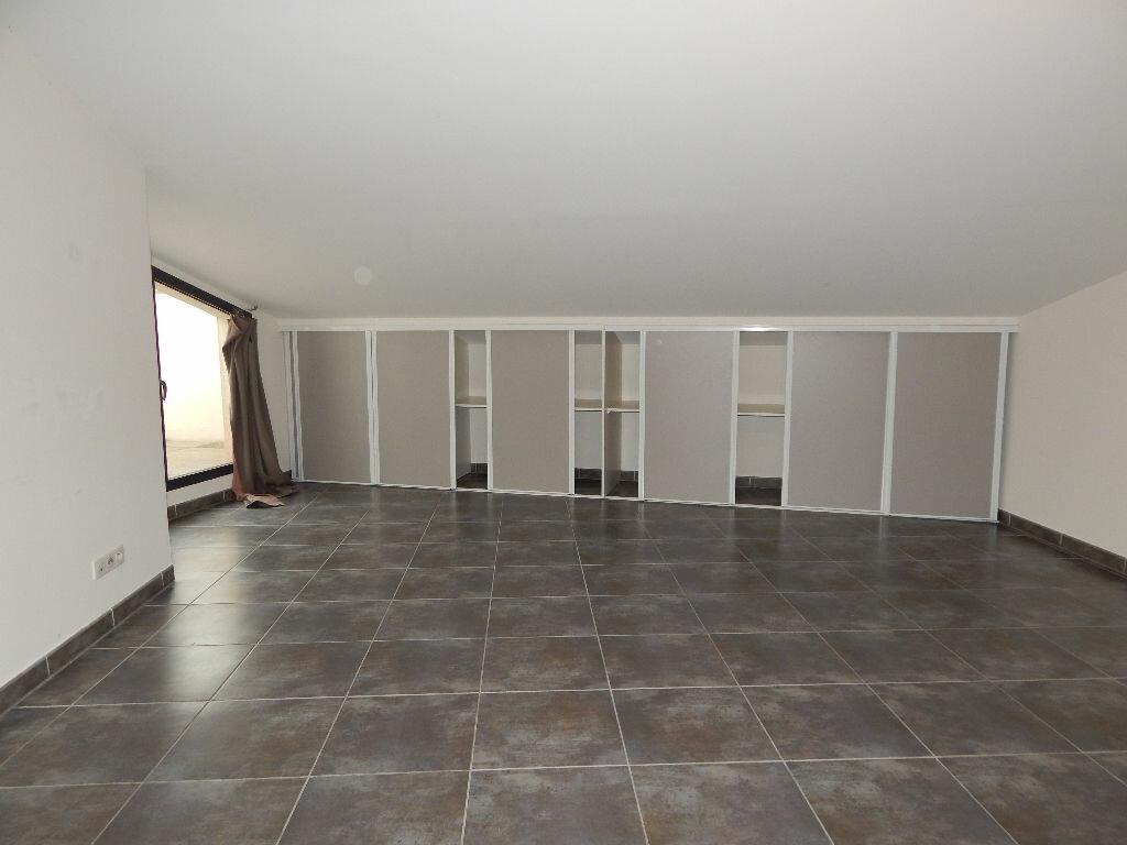 Appartement à louer 4 124.08m2 à Salon-de-Provence vignette-11