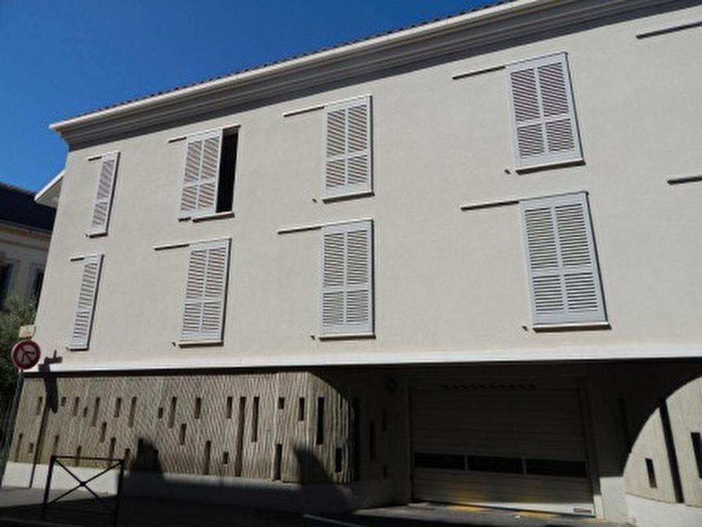 Appartement à louer 4 124.08m2 à Salon-de-Provence vignette-13