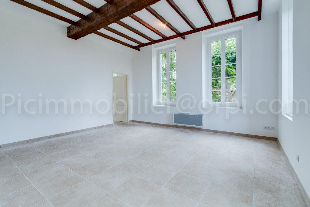 Appartement à louer 3 65.2m2 à Saint-Chamas vignette-2
