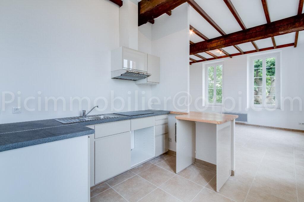 Appartement à louer 3 65.2m2 à Saint-Chamas vignette-3