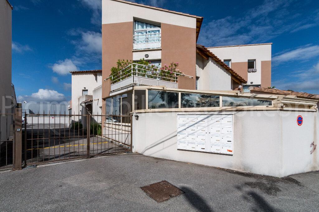 Appartement à louer 2 44.39m2 à Salon-de-Provence vignette-2