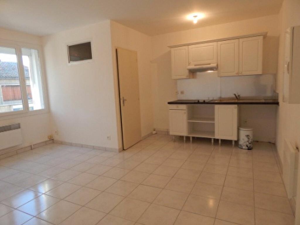 Appartement à louer 1 24.3m2 à Miramas vignette-1