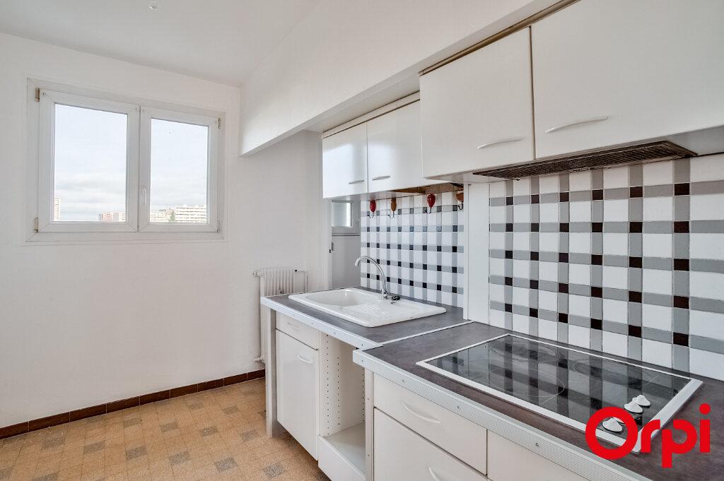 Appartement à louer 3 67m2 à Salon-de-Provence vignette-2