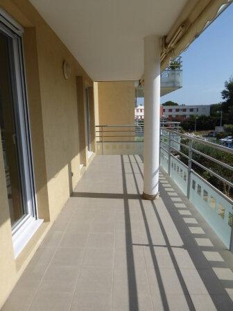 Appartement à louer 3 63.97m2 à Arles vignette-1
