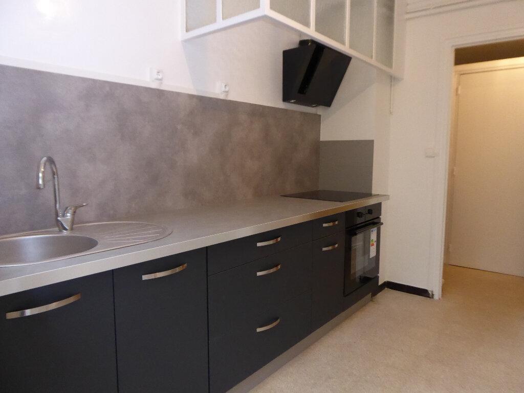 Appartement à louer 3 55.27m2 à Salon-de-Provence vignette-1