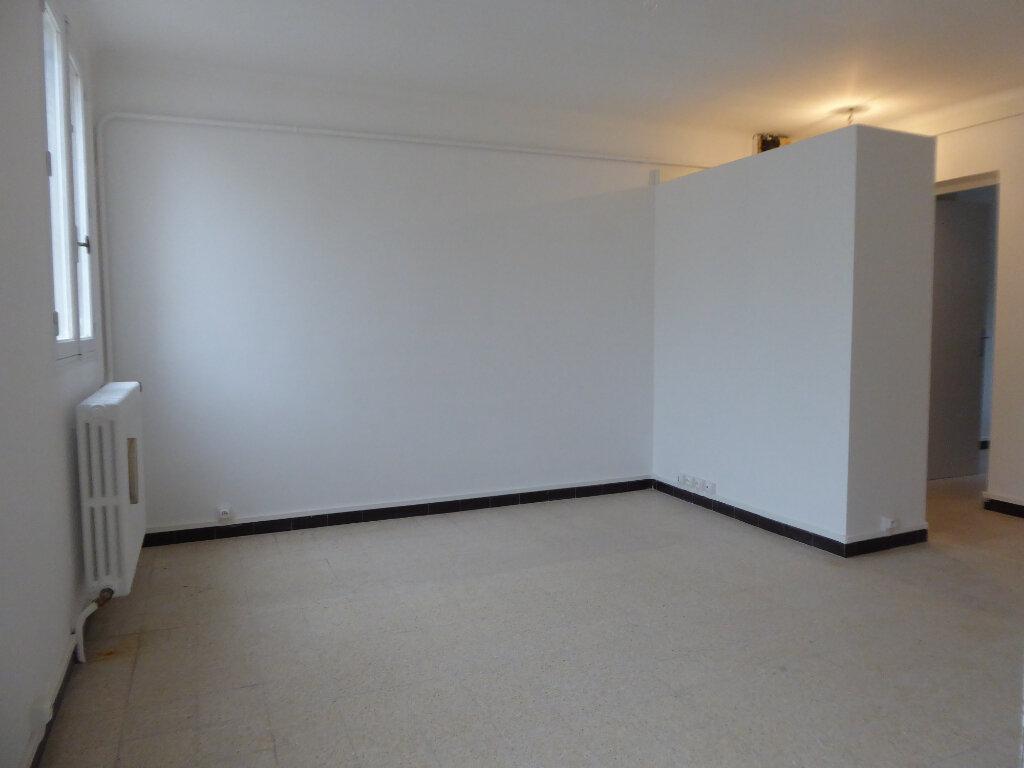 Appartement à louer 3 55.27m2 à Salon-de-Provence vignette-4