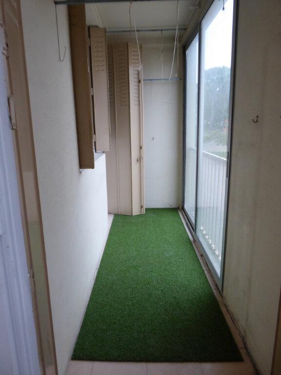 Appartement à louer 3 55.27m2 à Salon-de-Provence vignette-9