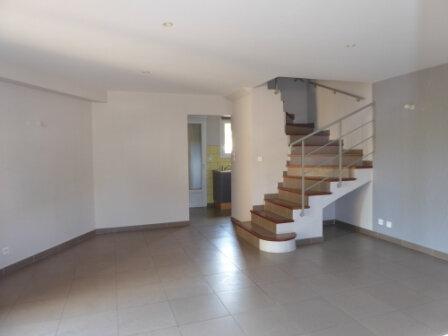 Appartement à louer 3 64.24m2 à La Fare-les-Oliviers vignette-2