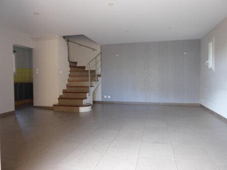 Appartement à louer 3 64.24m2 à La Fare-les-Oliviers vignette-3