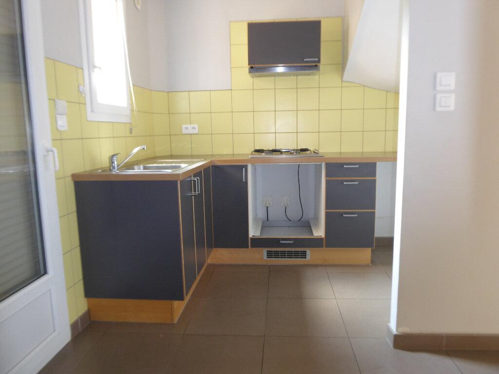 Appartement à louer 3 64.24m2 à La Fare-les-Oliviers vignette-4