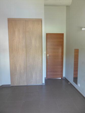 Appartement à louer 3 64.24m2 à La Fare-les-Oliviers vignette-5