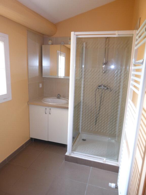 Appartement à louer 3 64.24m2 à La Fare-les-Oliviers vignette-7