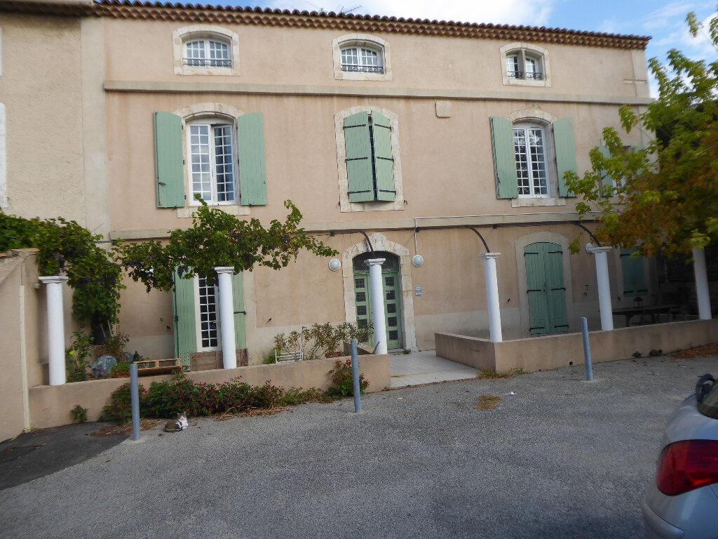 Appartement à louer 3 65.33m2 à La Fare-les-Oliviers vignette-1